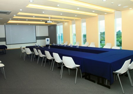 Shared business meeting room (At KIZUNA Business Centers)
