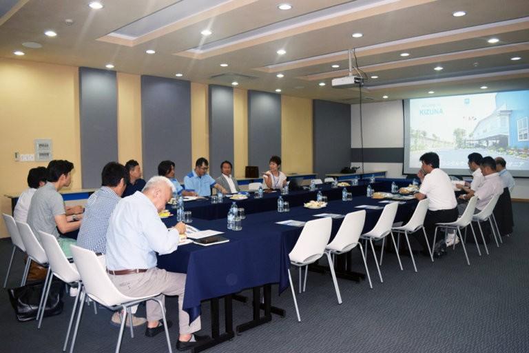 일본 동부 케어 라벨 협회 회원들의 키즈나 방문