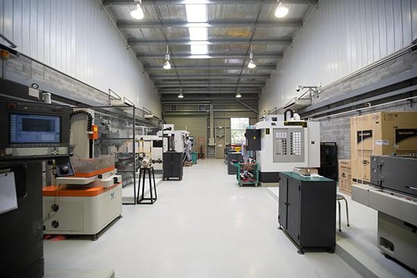 ロンアン省 300m2 工場モデルに最適な産業は何ですか?