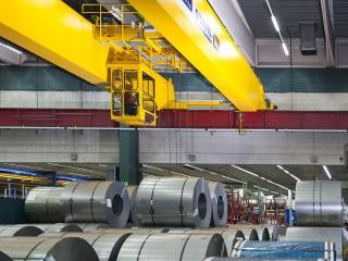 一般的なクレーンのある工場モデルの2つ構造