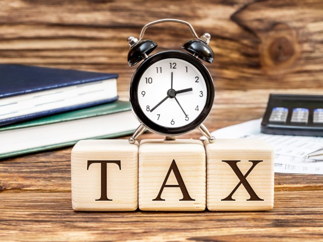 Extending deadline for paying tax, exempting penalty tax of late payment for enterprises suffering from Covid-19