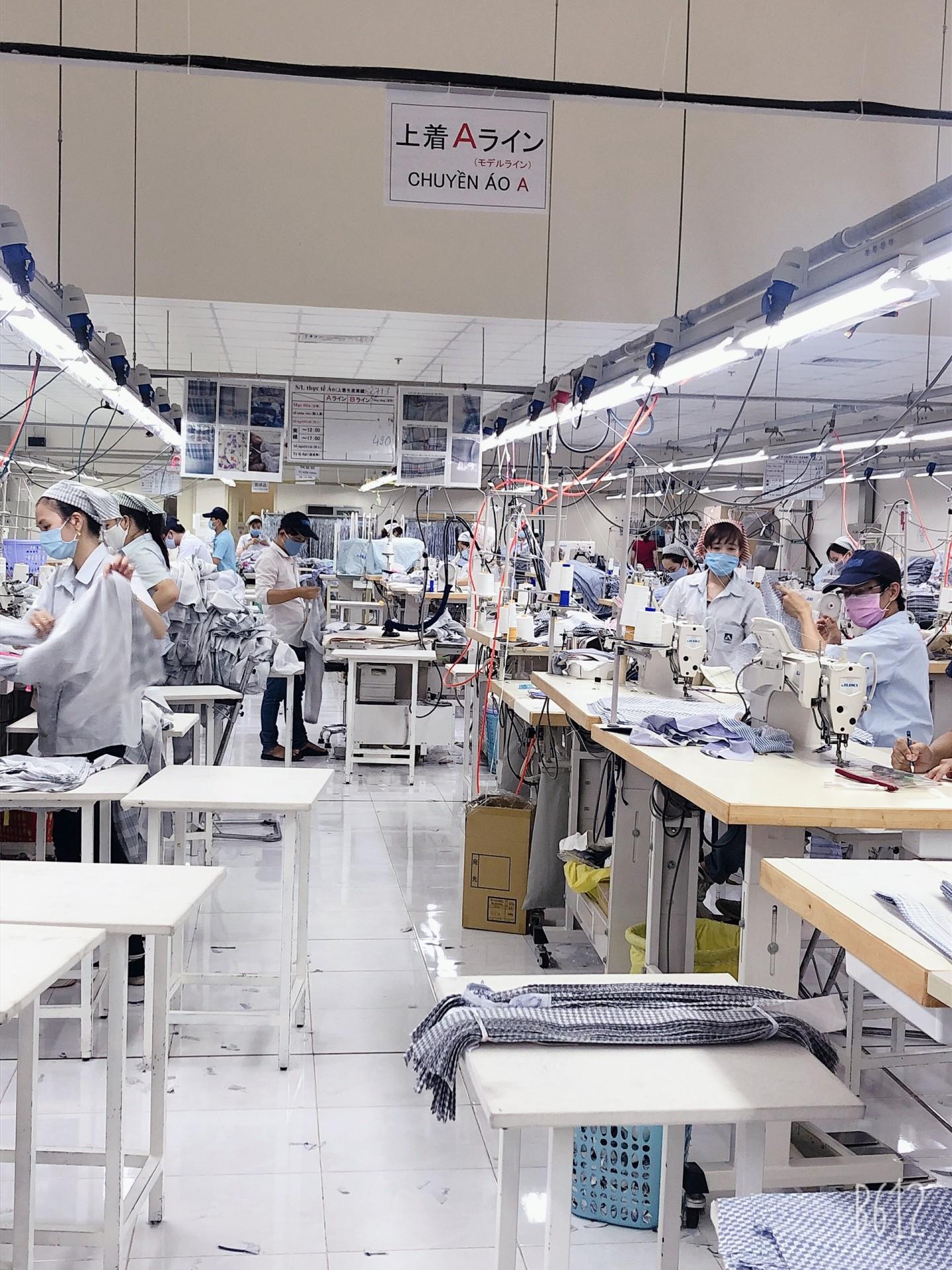 Hoạt động sản xuất bình thường của nhà máy Aoki Vietnam (Nhật Bản) vào ngày 1/4/2020.